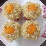 Bánh bông lan trứng muối cupcake