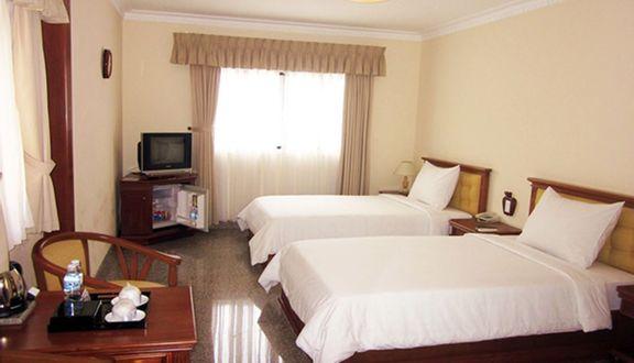 Khách Sạn Quốc Phong