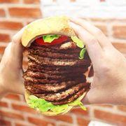 Hôm trc qua burger king thấy có chú người tây ăn bánh như vầy. Thật ngon mắt quá