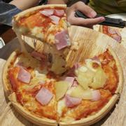 Pizza đế thịt bò nhân dứa dambon