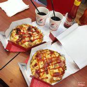 Pizza vị khá vừa vặn. Đế dày hay mỏng ăn đều khá thích. Phục vụ rất nhanh và nhiệt tình.