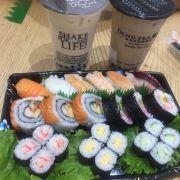 Sushi ăn lúc mới làm còn ngon để lâu tanh vc 😅