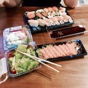 Đến Aeon chỉ mê cá hồi và salad