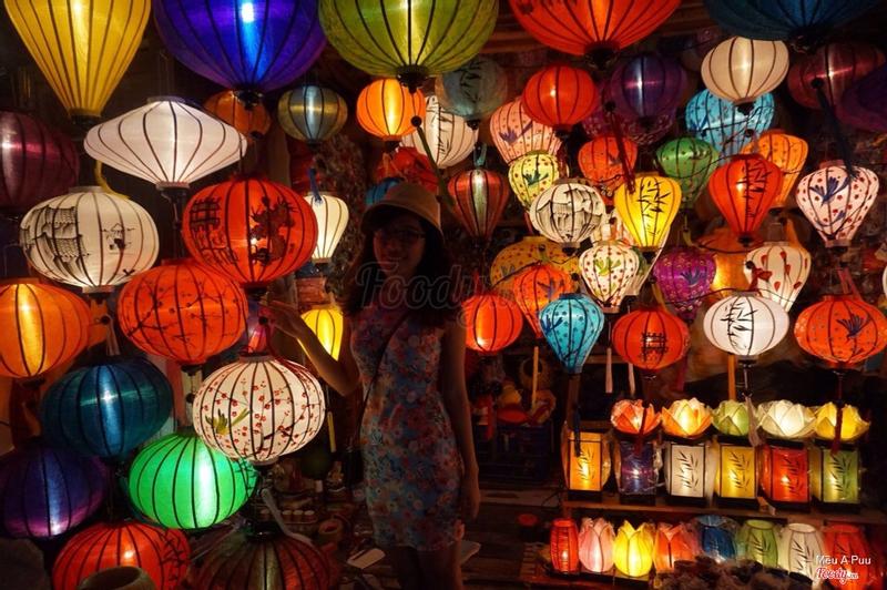 Chợ đêm đèn lồng cách 2 phút đi bộ