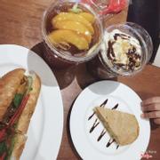 Trà thanh đào - Freeze cacao - bánh mì thịt nướng - bánh chuối