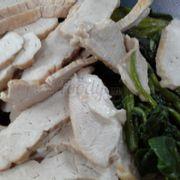 thịt heo luộc và rau cần luộc