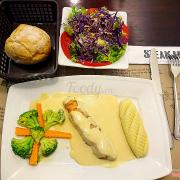 Cá hồi Nauy nướng + salad chanh leo