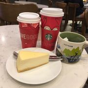 Baked cheese cake and medley tea