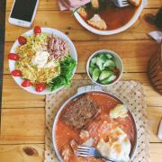 Bánh mì sốt vang + Bánh mì chảo + Salad cá ngừ