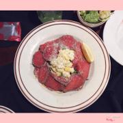 Salad ở đây kiểu best luôn ý, thịt bò tái bên ngoài với rau bên trong, ăn hoà quyện vào nhau thì còn cảm giác nào sướng hơn