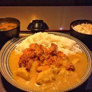 cơm gà chiên tẩm bột cà ri