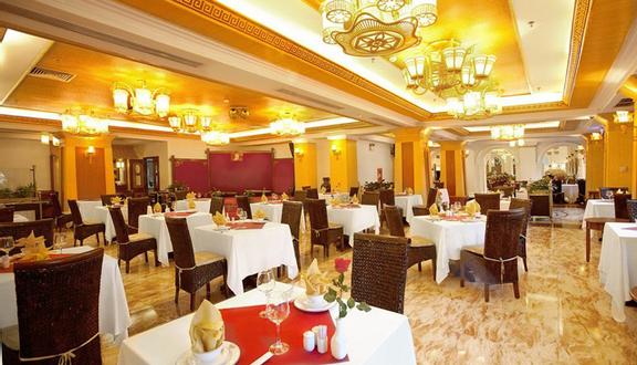 Cyclo Cafe - Majestic Hotel