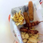 Box 3 combo (thanh cá, gà porcorn, gà xiên que)