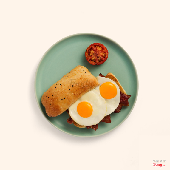 Bacon & egg roll with chilli jam