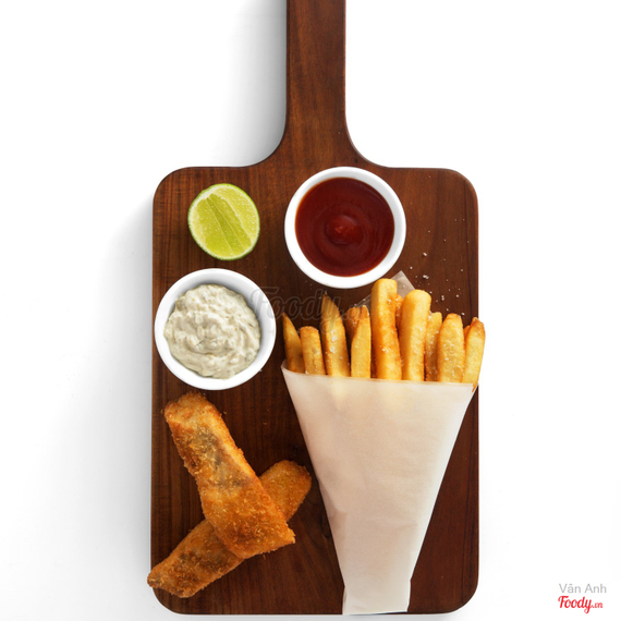 Beer battered fish & chips with tartare sauce