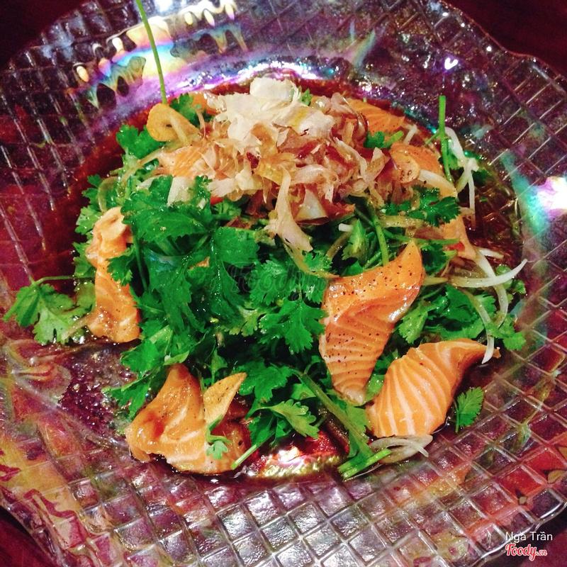 Salad cá hồi và ngò rí - 148k