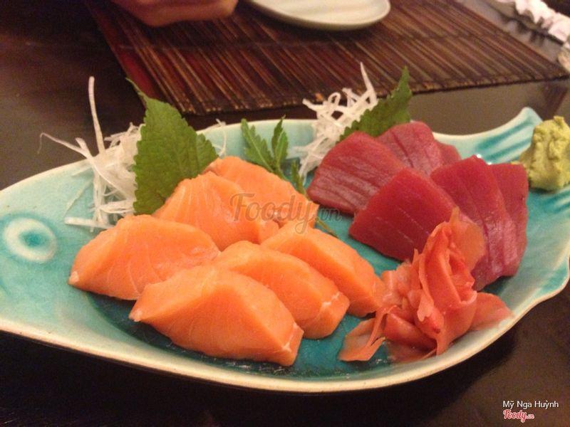 Sashimi cá hồi và cá ngừ