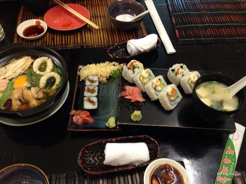 Mì udon, sushi da cá hồi, roll, súp miso
