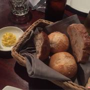 Bánh mì kèm bơ khai vị. Quán free nhé ^^
