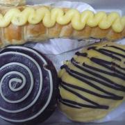 Bánh sukem dài + bánh tart scl + bánh ngọt nhân bơ
