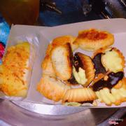 Bánh tác hạnh nhân + bánh ruốc gà cay