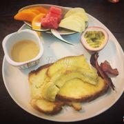 Bữa sáng kiểu pháp trình bày khá đẹp mắt, đồ tây không quá đặc sắc nhưng khá ổn cho một đứa ít cầu kì như mình
