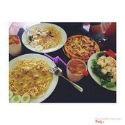 spaghetti creamy chicken, spaghetti creamy marinara, pizza hawaiian, salad cam dứa với trà sữa thái ^^