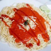 Spaghetti ở đây luôn ngon và đỉnh nhất :))) sợi mỳ mềm, xốt ngọt, sệt, bên trong có thịt bò băm. Spa đc ăn kèm với dưa chuột tạo sự thanh thanh. Nói chung là món này ngon nhất cửa hàng rồi ^^