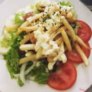 Salad gà nướng bơ