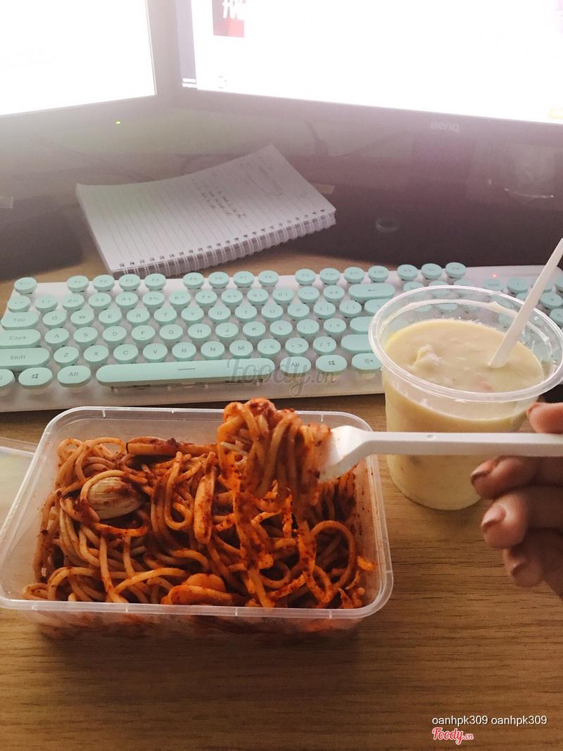 Mỳ hải sản sốt chua cay và súp nấm