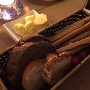 Bánh mì bơ ăn kèm