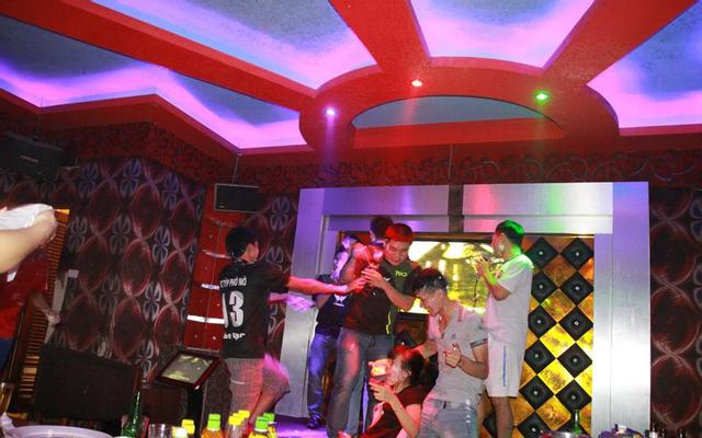 Moonlight Club Karaoke
