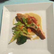 Cá hồi nướng sốt chanh dây & trứng cá