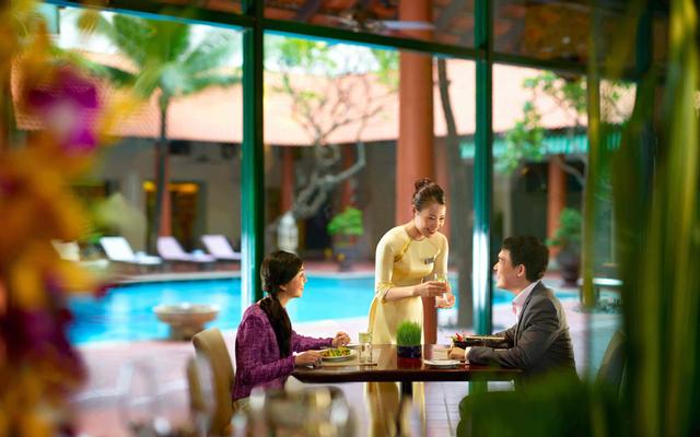 Garden Brasserie - Park Royal Hotel