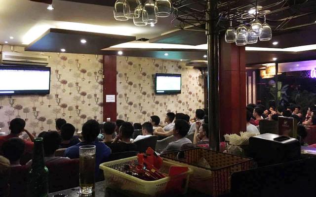 New Moon Cafe & Karaoke
