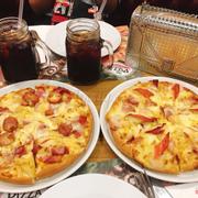 Bánh pizza hải sản đế dày ăn khá ngon