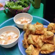 Bánh gối, sủi cảo- lê đại hành. Quán đông, bánh ăn không bị ngấy :))