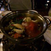 lẩu tự chọn rau va hải sản cho vào, mình chỉ ăn cua nên chọn cua.