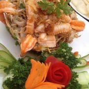 Gỏi hải san khoai môn