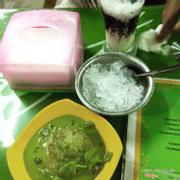Caramen trà xanhĂn lạ lạ miệng. Vị caramen với vị trag xanh nó ko ăn nhập lắm. Nước trà xanh chan vào khá ngon