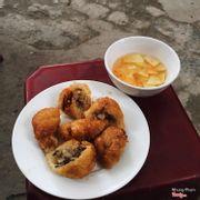 Bánh rán mặn 4k/1c ăn nhiều ngán Chè nhon 10k 1c
