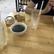 10h10p đến 10h34p vẫn không có đồ ăn nhân viên mang 2 bát canh 2 cốc nước rồi xuống sau gân 30p k hề có động tĩnh. P/S quán ntn đấy