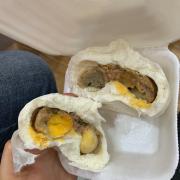 bánh bao 2 trứng cút + trứng muối tầm 19k