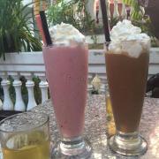smoothie dâu + socola đá xay