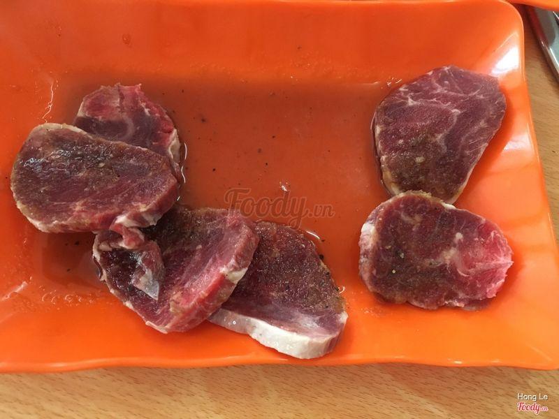 Thịt còn đóng đá