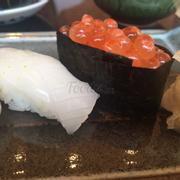 Sushi trứng cá hồi