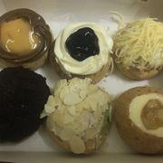 Từ trái qua phải: Mango Caramel, Blueberry Cheese, Cheese, Apple Yogurt, Greentea, Oreo Chocolate