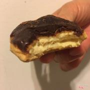 Tiramisu 28k (nhân tiramisu topping chocolate đặc phủ bột cacao).