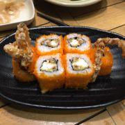 sushi trứng tôm