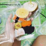 Sushi viên ở 188 hoàng diệu, không gian hơi nhỏ một chút nhưng bù lại món sushi ngon , nhiều loại sushi để lựa chọn luôn mà thấy loại nào cũng ngon ăn mà tiếc do mua về nhà nên sợ hết :(